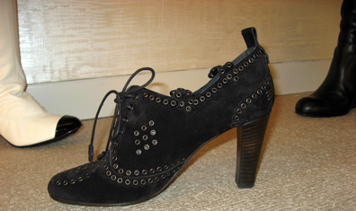 Chanel's Court Shoe with grommets 06a