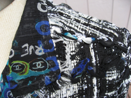 you can see the silk graffiti print lining in this closeup of the collar of the 07c Lesage
