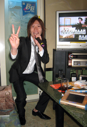 Nozomu gives it his all at Karaoke